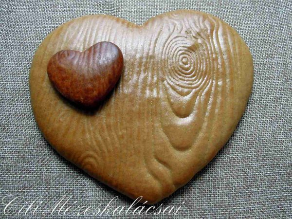Fa mintázatú mézeskalács szív
