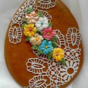 Húsvéti tojás natúr alapon csipkés