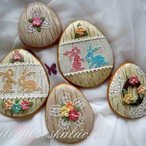 Húsvéti tojás natúr antik alapon csipkés-virágos vegyes