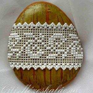 Húsvéti tojás zöld antik alapon csipkés