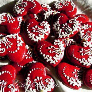 Piros mézeskalács szívek