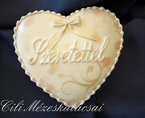 Cukormáz alapon festett mézeskalács szív