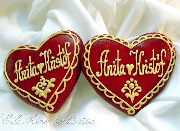 Piros-arany esküvői szív mézeskalácsból