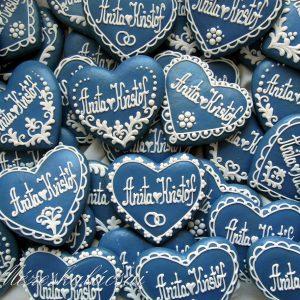 Kék-fehér esküvői szív mézeskalácsból