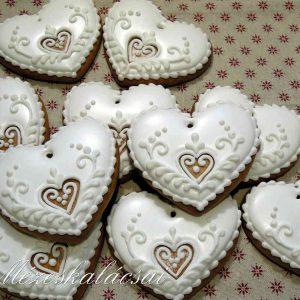 Fehér mézeskalács szívek