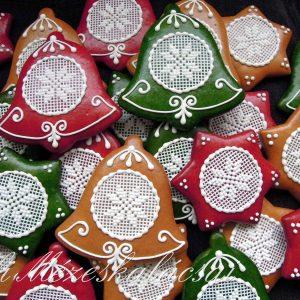 Karácsonyi piros, zöld, natúr alapon keresztszemes mintás harang, csillag, fenyő