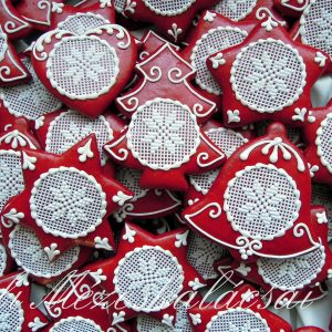 Karácsonyi piros alapon keresztszemes mintás harang, csillag, fenyő