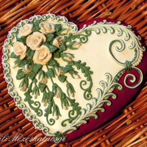 Nagy rózsás mézeskalács szív