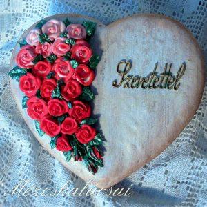 Rózsás nagy szív mézeskalácsból