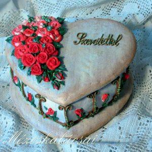 Rózsás nagy szív doboz mézeskalácsból