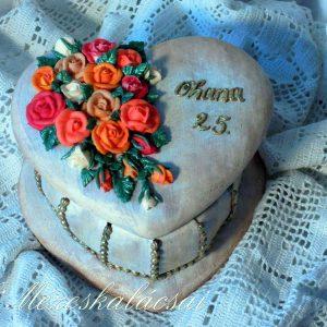 Vegyes rózsás mézeskalács szív doboz
